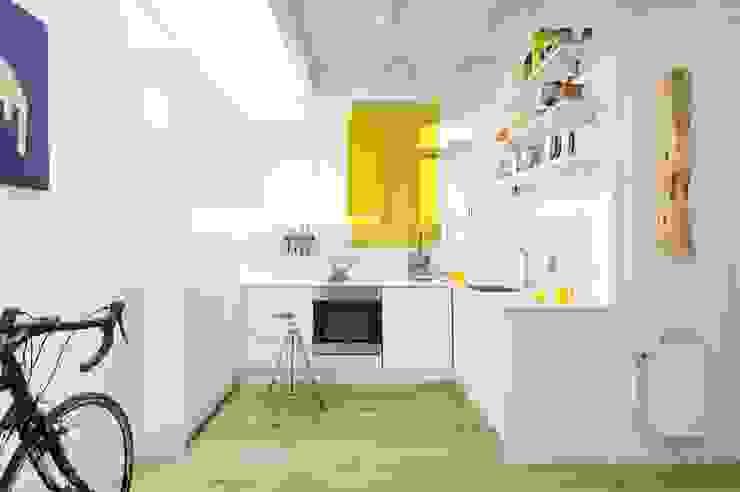 Mẫu bếp hình chứ L hiện đại có thể tham khảo bởi Flex House