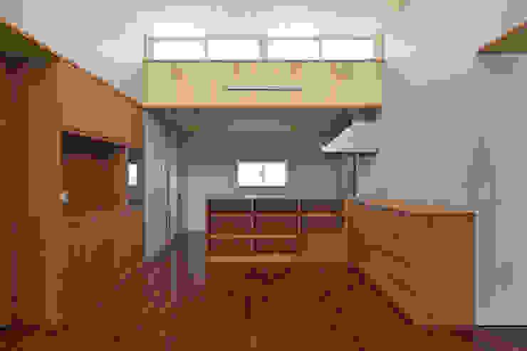 Salle à manger moderne par プラソ建築設計事務所 Moderne