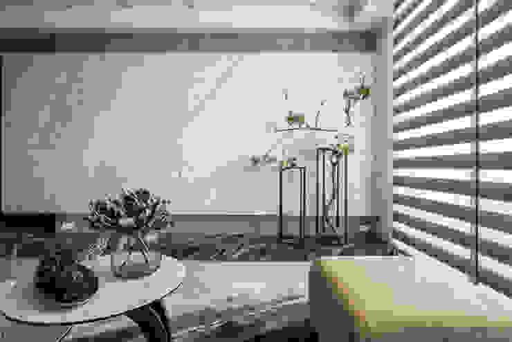 台邦建設-悅世界/丰悅煙景 现代客厅設計點子、靈感 & 圖片 根據 SING萬寶隆空間設計 現代風