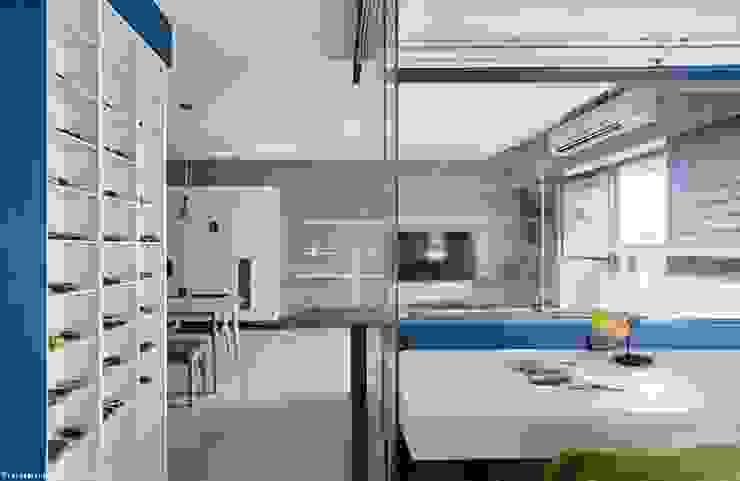 Ruang Studi/Kantor Minimalis Oleh 思維空間設計 Minimalis