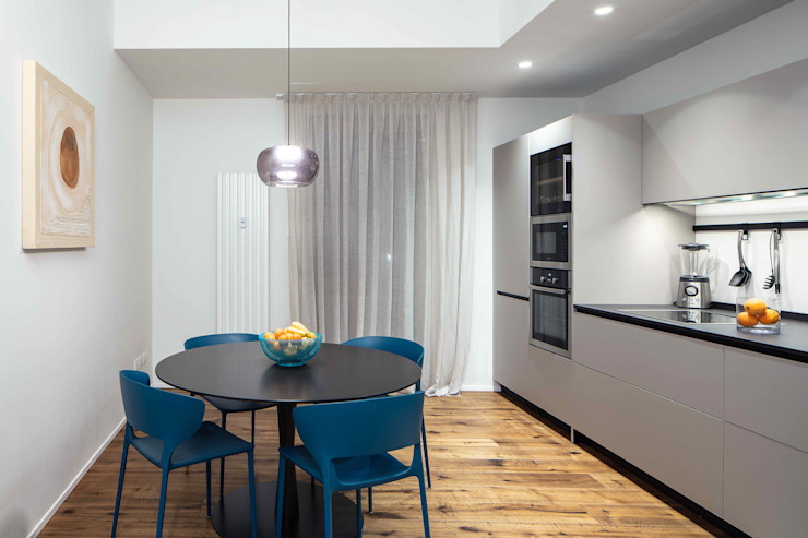 Modern Kitchen by MIROarchitetti Modern