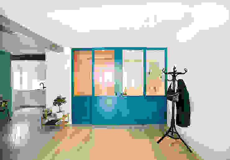 Entrada/ Lavandería Puertas modernas de nimú equipo de diseño Moderno Madera Acabado en madera