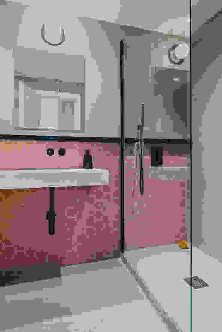 Baño principal Baños de estilo moderno de nimú equipo de diseño Moderno Azulejos
