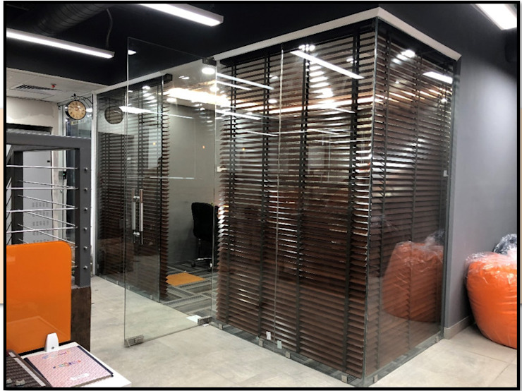 Chairman's cabin from outside Modern offices & stores by Ecoinch Services Private Limited Modern