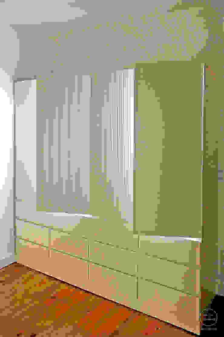 Modern dressing room by Matos + Guimarães Arquitectos Modern