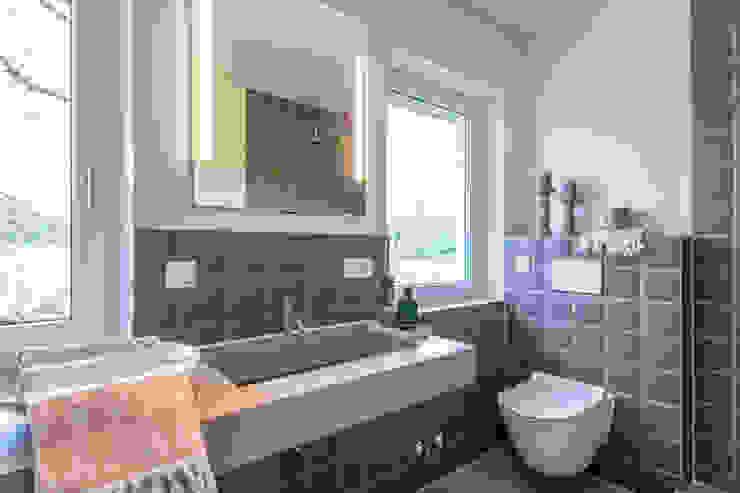 Münchner home staging Agentur GESCHKA Minimalist style bathroom