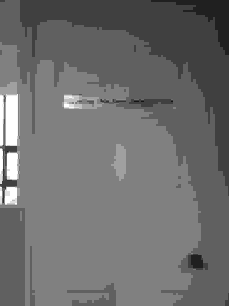 IDENTIFICACION DE OFICINA MROlmeda Oficinas y tiendas Aluminio/Cinc Metálico/Plateado