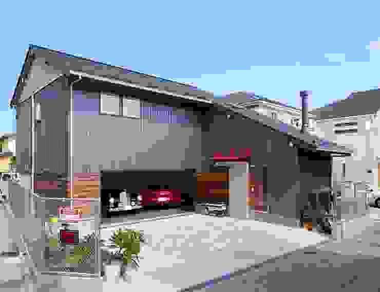 (株)バウハウス Modern garage/shed Solid Wood Grey