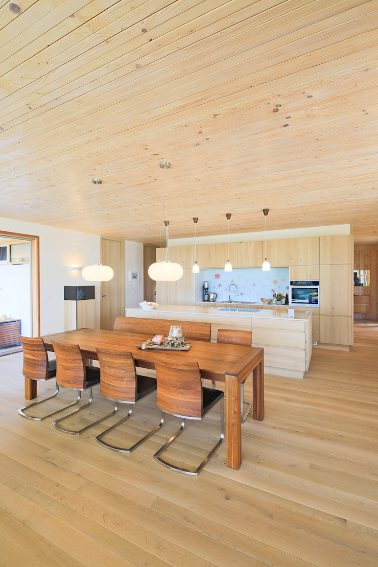 Modern dining room by BRUNTHALER Massivholzhaus Modern