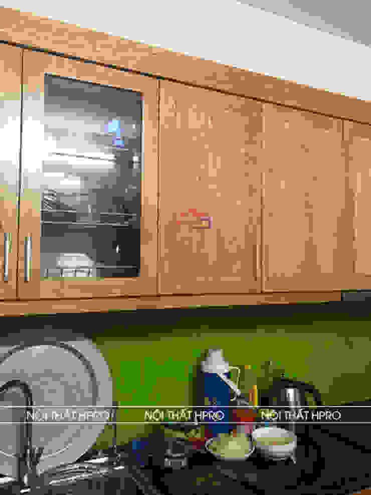 Hình ảnh thực tế bộ tủ bếp gỗ sồi nga tự nhiên nhà anh Long - Hồ Tùng Mậu: hiện đại  by Nội thất Hpro, Hiện đại
