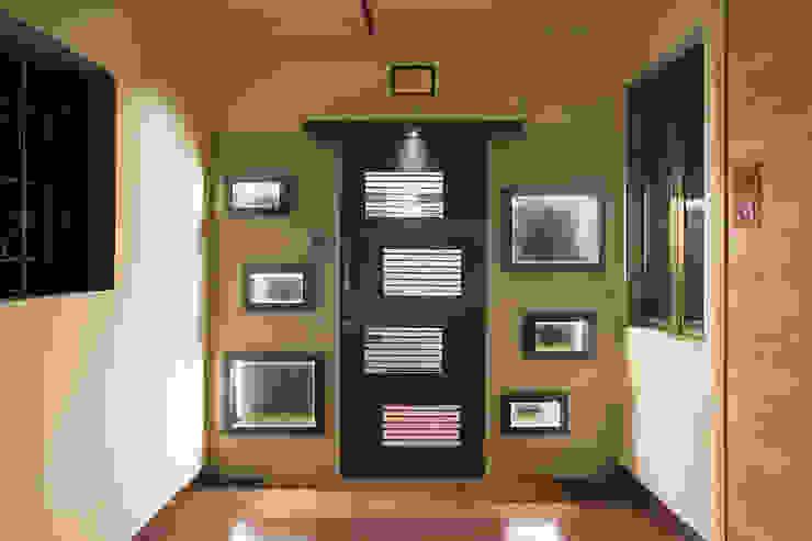 Entrance Gate 根據 DELECON DESIGN COMPANY 簡約風 木頭 Wood effect