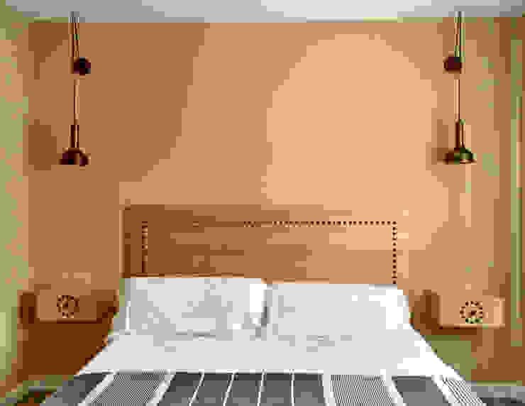 Dormitorio doble para una casa rural en Segovia CARMITA DESIGN diseño de interiores en Madrid Dormitorios de estilo mediterráneo Madera Acabado en madera