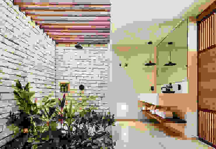 Jungle Keva: Baños de estilo  por JAQUESTUDIO,