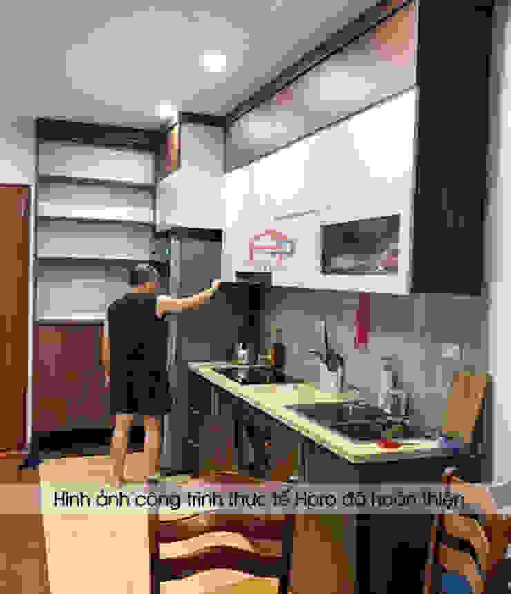Hình ảnh thực tế bộ tủ bếp laminate và tủ giày đa năng nhà anh Trung - Nguyễn Chánh: hiện đại  by Nội thất Hpro, Hiện đại