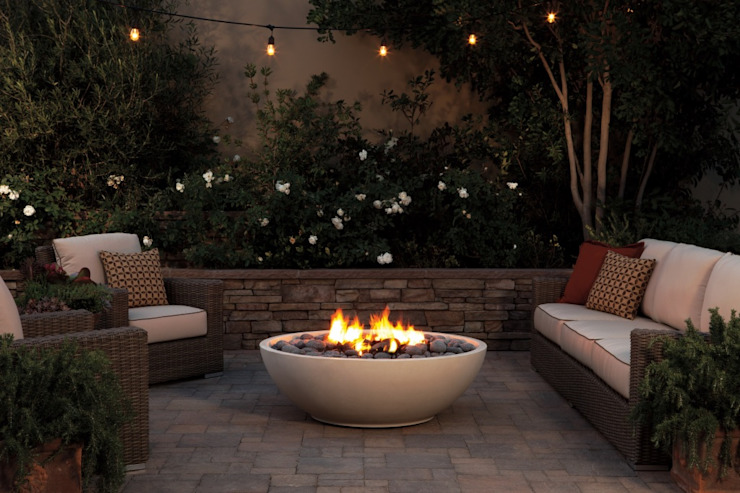 Chimenea exterior, para Balcones, Terrazas o patios Balcones y terrazas de estilo moderno de Grupo Cinco Chimeneas Moderno Concreto