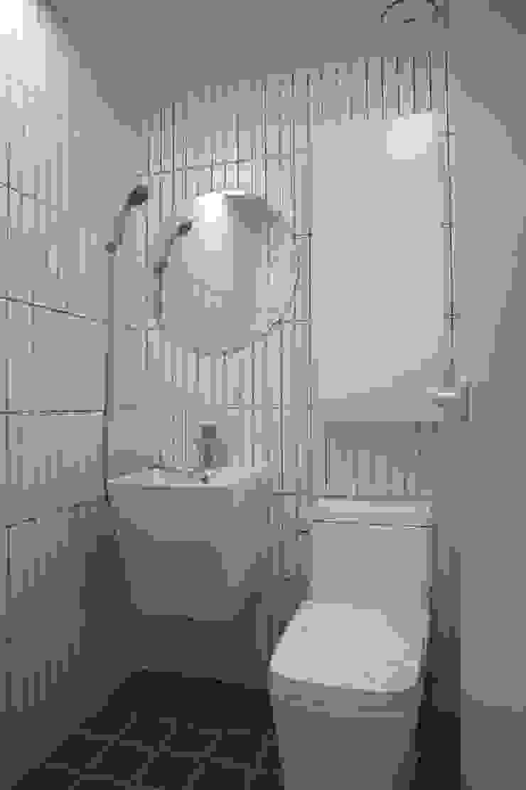 미니멀한 신혼집 아파트인테리어 미니멀리스트 욕실 by 주식회사 큰깃 미니멀