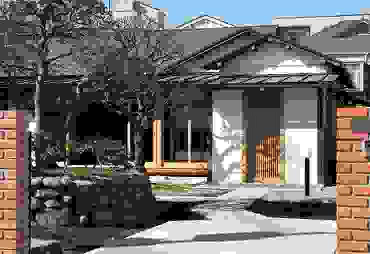 松井建築研究所 Eclectic style houses