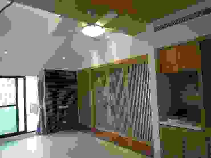 起居室 by houseda Asian لکڑی Wood effect