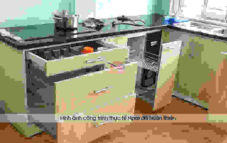 Hình ảnh thực tế bộ tủ bếp acrylic chữ L nhà cô Tâm - Chùa Bộc: hiện đại  by Nội thất Hpro, Hiện đại