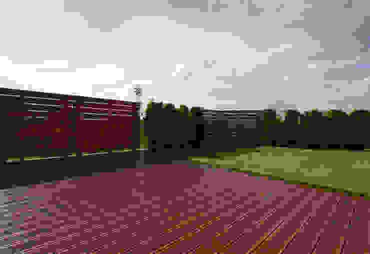 Balkon, Beranda & Teras Modern Oleh Bednarski - Usługi Ogólnobudowlane Modern Kayu Wood effect