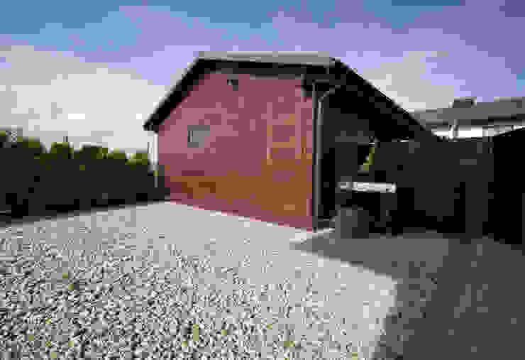 Garajes modernos de Bednarski - Usługi Ogólnobudowlane Moderno