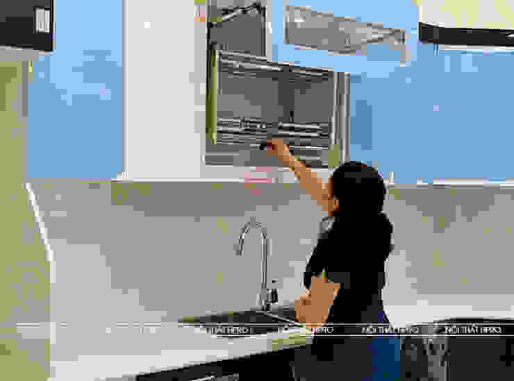 Hình ảnh thực tế bộ tủ bếp acrylic nhà anh Hòa - Lạng Sơn: hiện đại  by Nội thất Hpro, Hiện đại