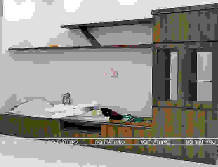 Hình ảnh thực tế kệ tivi cùng tủ trang trí gỗ melamine nhà anh Hòa - Lạng Sơn: hiện đại  by Nội thất Hpro, Hiện đại