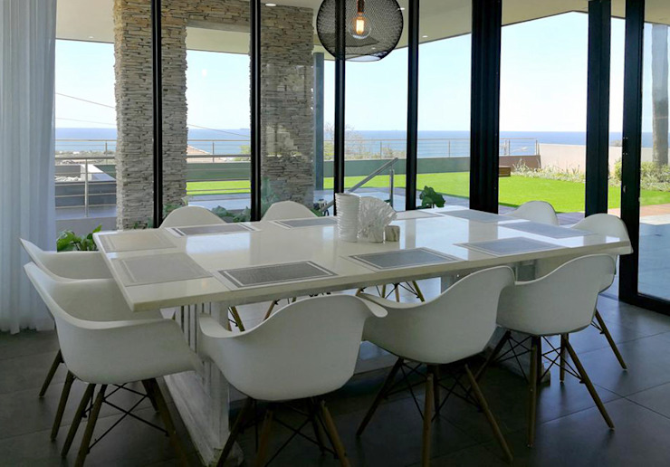 Dining with a view Minimalist dining room by Barnard & Associates - Architects Minimalist