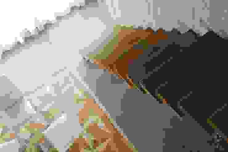 Villa a Gassino: Pavimento in stile  di Neo Resina su misura,