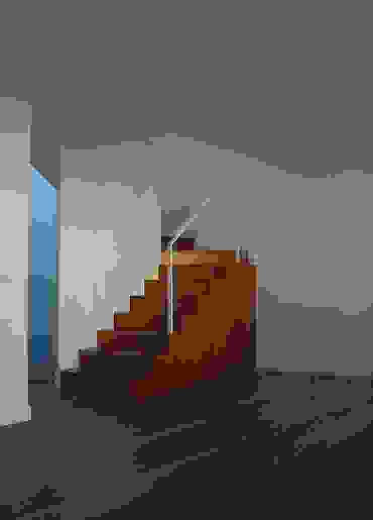 comienzo de escalera a modo de mueble de asieracuriola arquitectos en San Sebastian Moderno Madera Acabado en madera