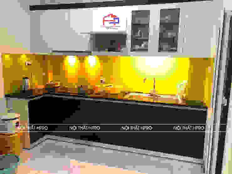 Hình ảnh thực tế bộ tủ bếp laminate chống xước nhà chị Vân - Hoài Đức: hiện đại  by Nội thất Hpro, Hiện đại