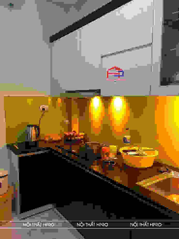Hình ảnh thực tế bộ tủ bếp laminate chữ L nhà chị Vân - Hoài Đức: hiện đại  by Nội thất Hpro, Hiện đại