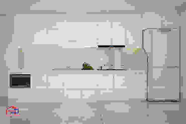 Hình ảnh thiết kế 3D bộ tủ bếp gỗ MDF lõi xanh sơn trắng nhà anh Hiệp - Trần Hưng Đạo: hiện đại  by Nội thất Hpro, Hiện đại