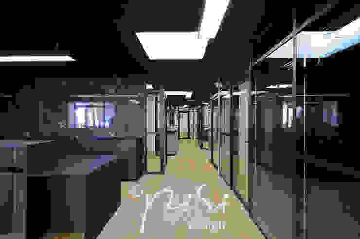 Etude notariale en région parisienne. Vue des bureaux des collaborateurs.: Bureaux de style  par Alessandra Pisi / Pisi Design Architectes, Moderne Bois Effet bois