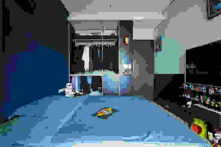 Mr. H案   兒子房 半開放衣櫃 有隅空間規劃所 臥室 Blue