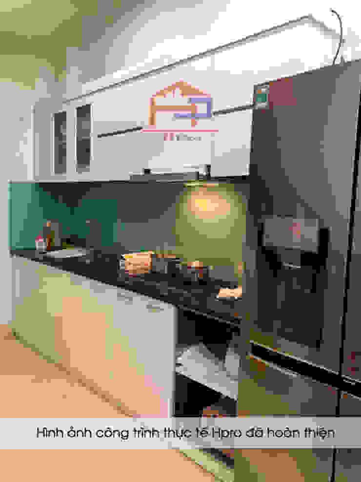Hình ảnh thực tế bộ tủ bếp acrylic thùng tủ inox 304 không han gỉ nhà anh Tùng - Lạc Long Quân: hiện đại  by Nội thất Hpro, Hiện đại