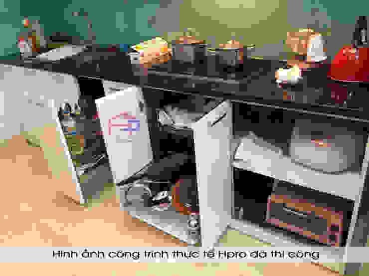 Hình ảnh thực tế bộ tủ bếp acrylic thùng tủ inox 304 cao cấp nhà anh Tùng - Lạc Long Quân: hiện đại  by Nội thất Hpro, Hiện đại