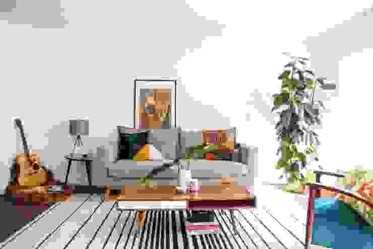 Residencial Chueca Madrid: Salones de estilo  de bnbdecoracion,