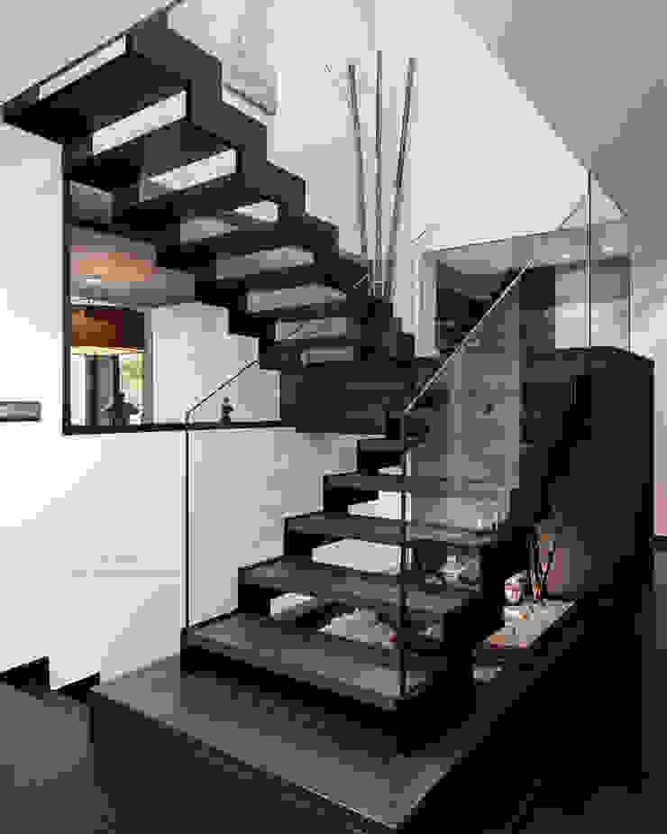Escalera escultórica. de arQmonia estudio, Arquitectos de interior, Asturias Moderno