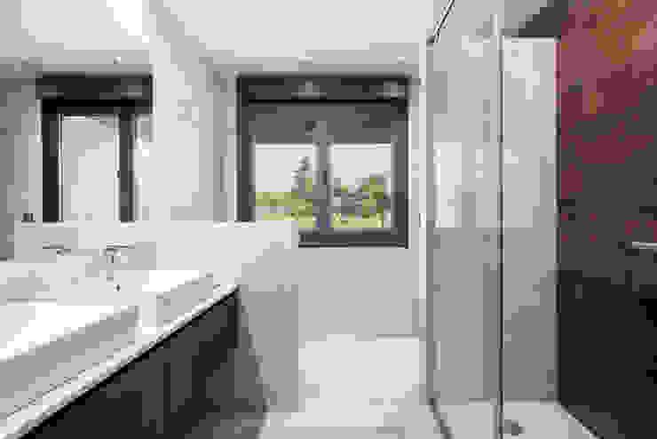 Baño con preciosa vista. Baños modernos de arQmonia estudio, Arquitectos de interior, Asturias Moderno