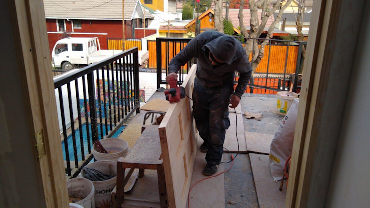 Proyecto de adecuación de terraza y salón de Yoga. Constructora Crowdproject Balcones y terrazas modernos