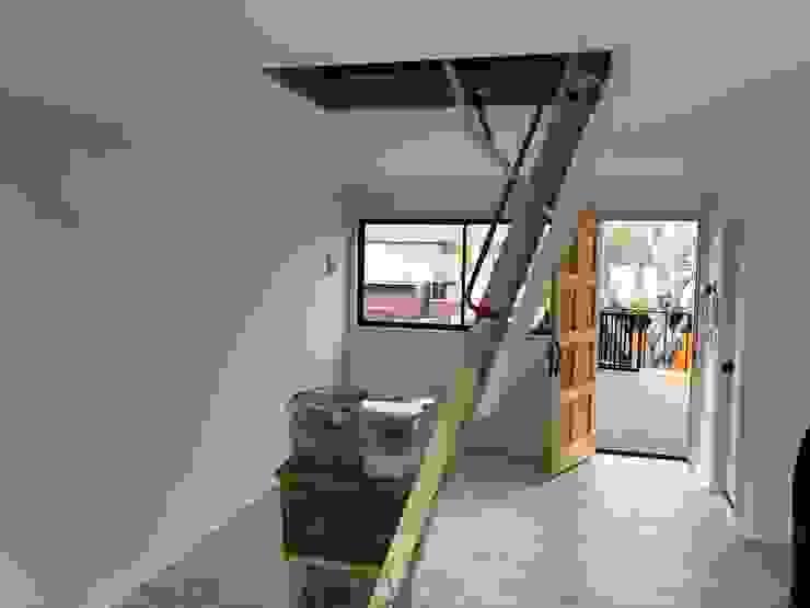 Proyecto de adecuación de terraza y salón de Yoga. Constructora Crowdproject Escaleras