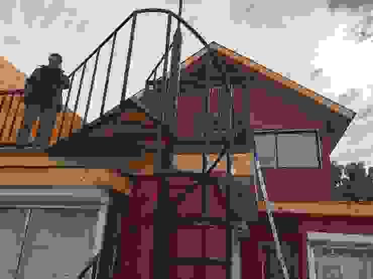 Proyecto de adecuación de terraza y salón de Yoga. Casas estilo moderno: ideas, arquitectura e imágenes de Constructora Crowdproject Moderno