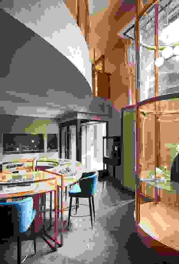 富壁寶鼎珠寶店|FBBD Jeweler 理絲室內設計有限公司 Ris Interior Design Co., Ltd. Office spaces & stores Copper/Bronze/Brass Green