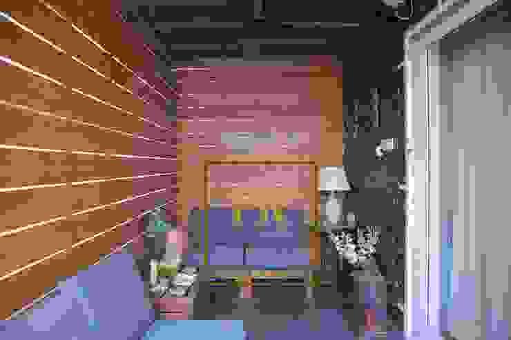 Sitout:  Balcony by Purplerain Design Studio,Country