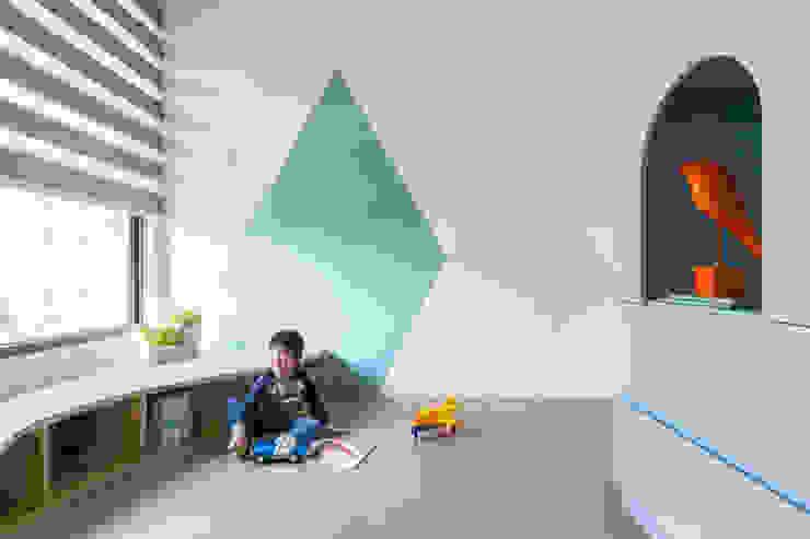 Scandinavian style nursery/kids room by 寓子設計 Scandinavian