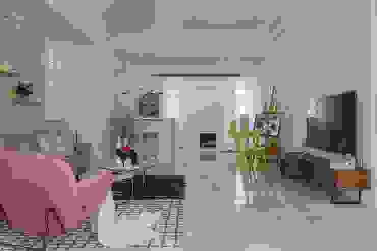 紛染.綿綿|Trochee of Tints 理絲室內設計有限公司 Ris Interior Design Co., Ltd. 客廳 複合木地板 White