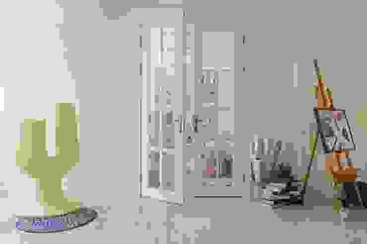 紛染.綿綿|Trochee of Tints 理絲室內設計有限公司 Ris Interior Design Co., Ltd. 室內門 木頭 White