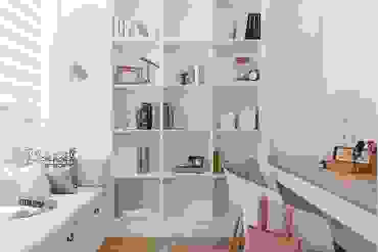 紛染.綿綿|Trochee of Tints 理絲室內設計有限公司 Ris Interior Design Co., Ltd. 書房/辦公室 塑木複合材料 White