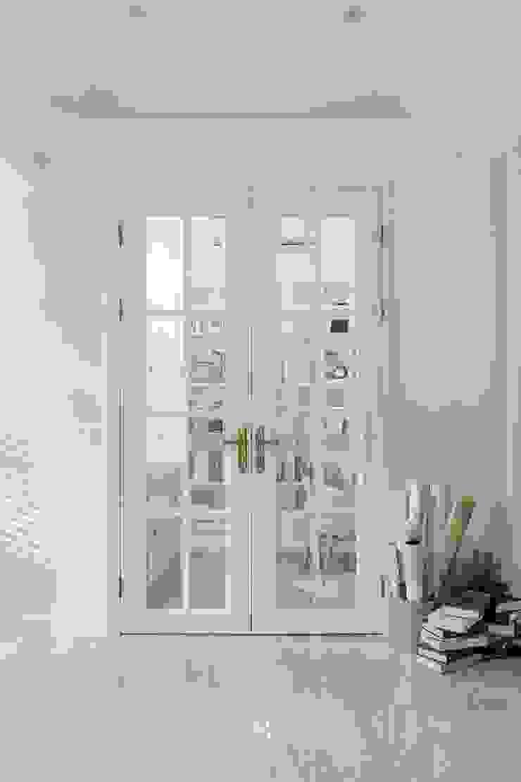 紛染.綿綿|Trochee of Tints 理絲室內設計有限公司 Ris Interior Design Co., Ltd. 門 木頭 White